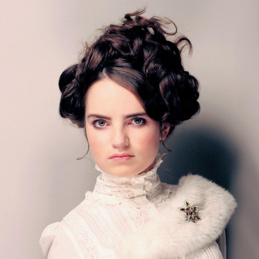 Sehr Romantische Locker Hochgesteckte Frisur Im Viktorianischen Stil