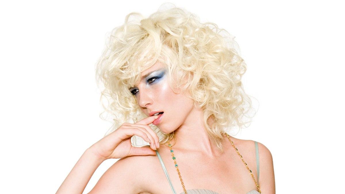 Ein Sanfter Sexy Locken Look In Platinblond Ala Marilyn Monroe