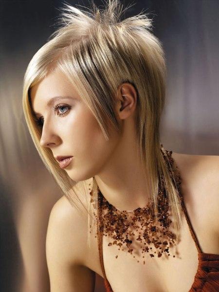 Fetzige Frisur Mit Glattem Haar