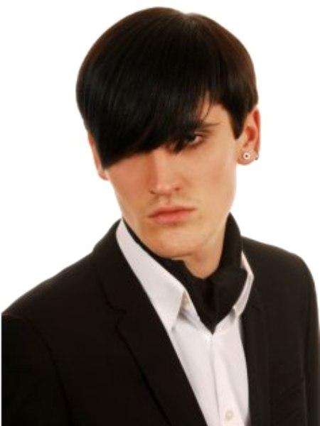 Kurze Mannerfrisur Inspiriert Von Glam Punk Und Emo Musik Der