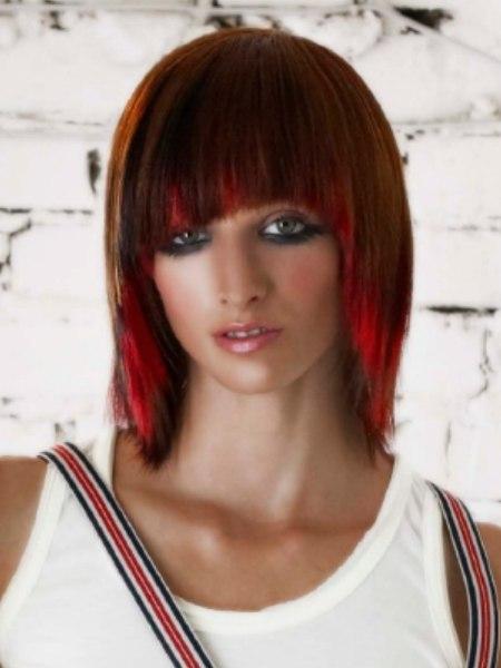 Feurige Frisur Durch Raffinierte Farbeffekte In Haselnuss Und Knallrot