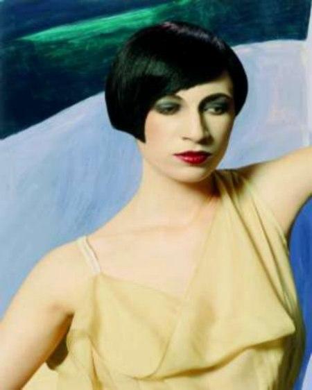 Glänzende 20er Jahre Frisur Mit Erfrischender Asymmetrie
