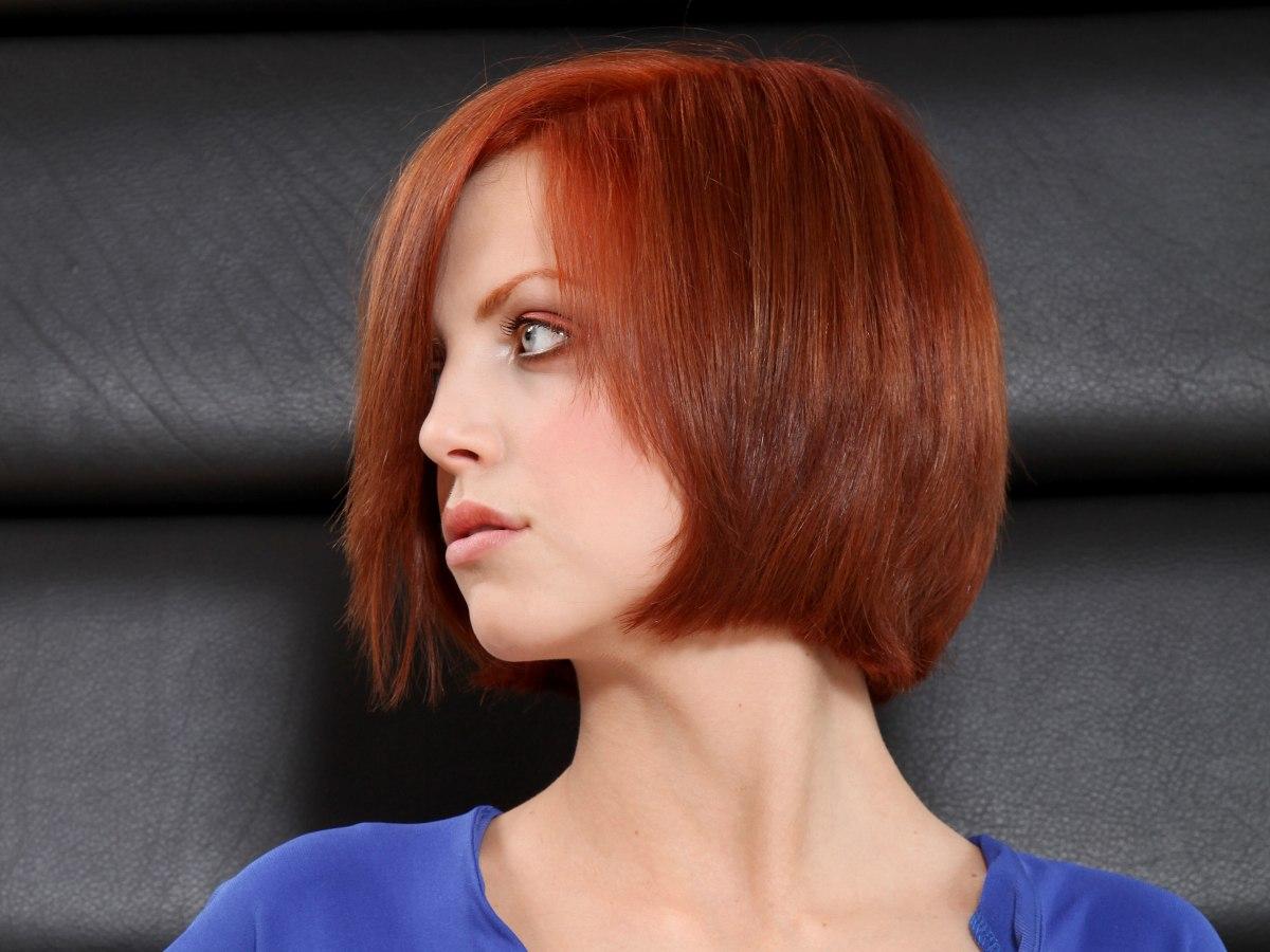 kurzer kinnlanger bob mit eingebogener kante warme rote haarfarbe. Black Bedroom Furniture Sets. Home Design Ideas