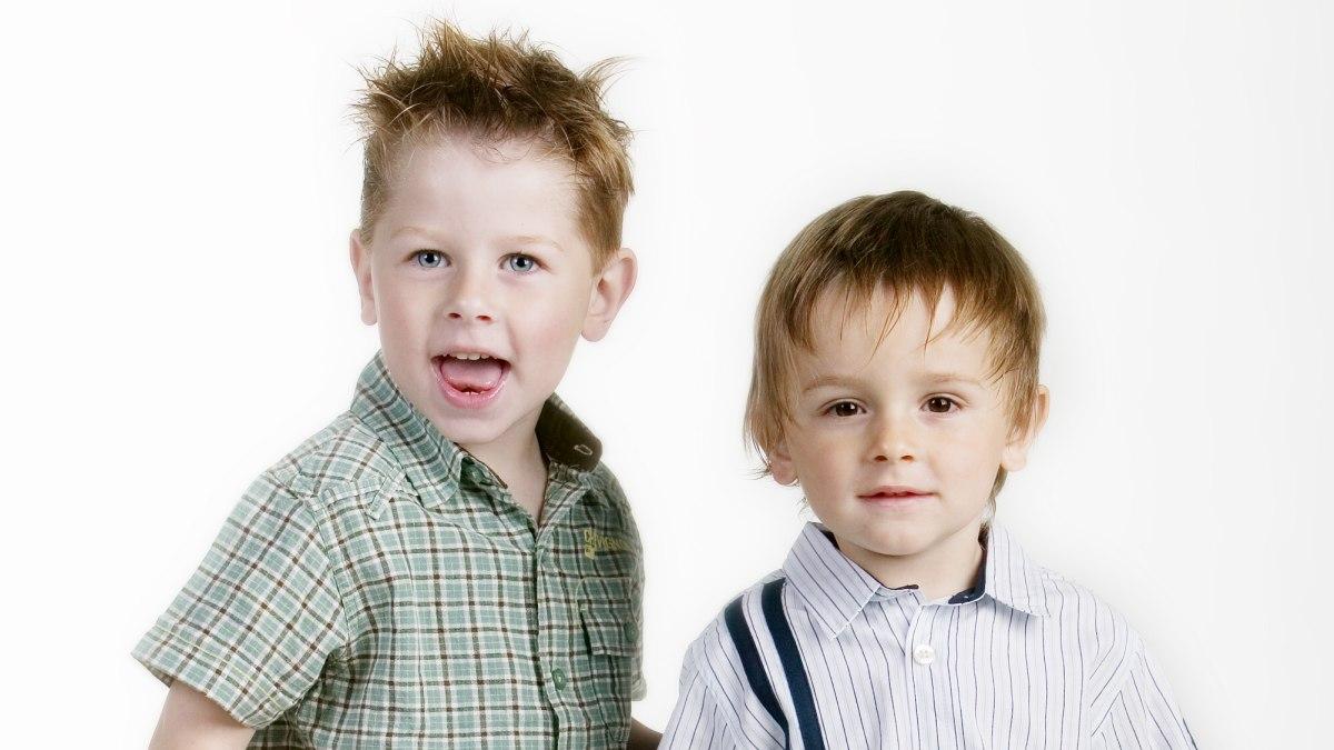 Frisuren Fur Kleine Jungs Mit Kurzen Seiten Und Mehr Lange Am Oberkopf