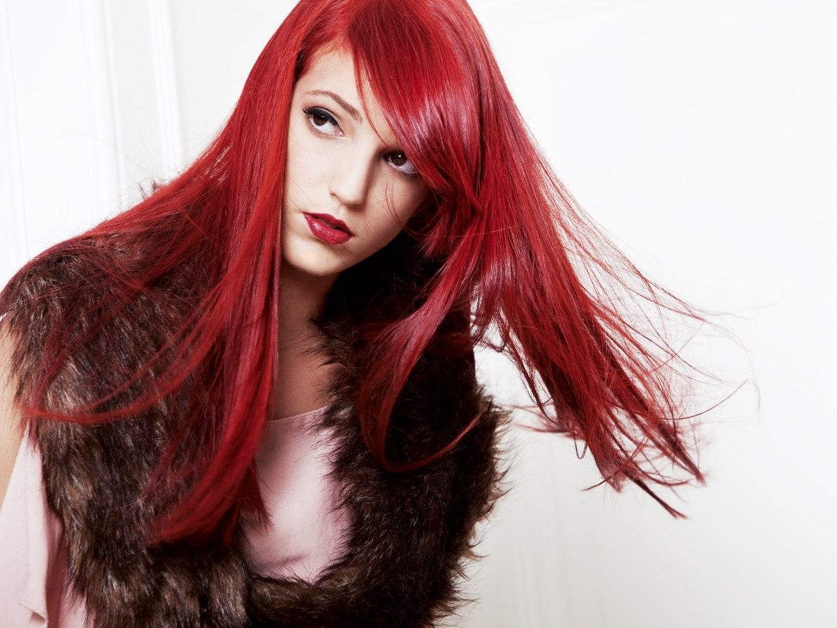 extrem glattes rotes haar mit stumpfer schnittlinie