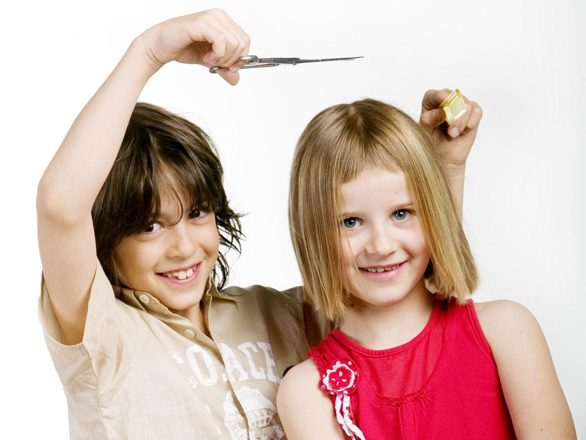 Junge Und Mädchen Mit Klassischen Frisuren