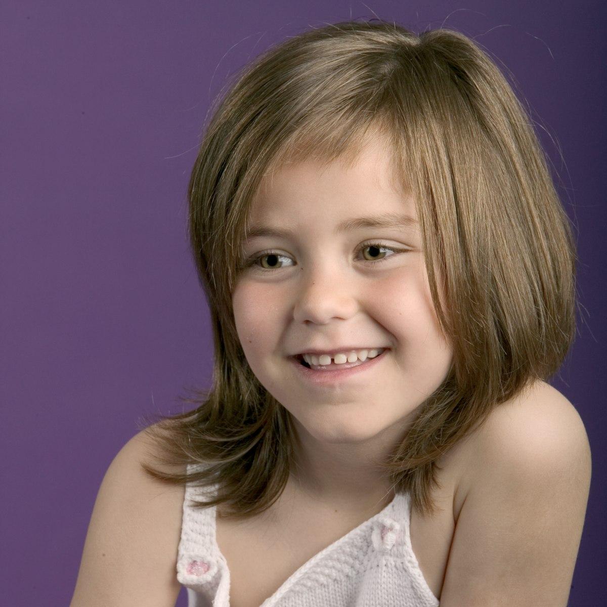 Moderne Frisur Fur Madchen Mit Kinnlangem Haar