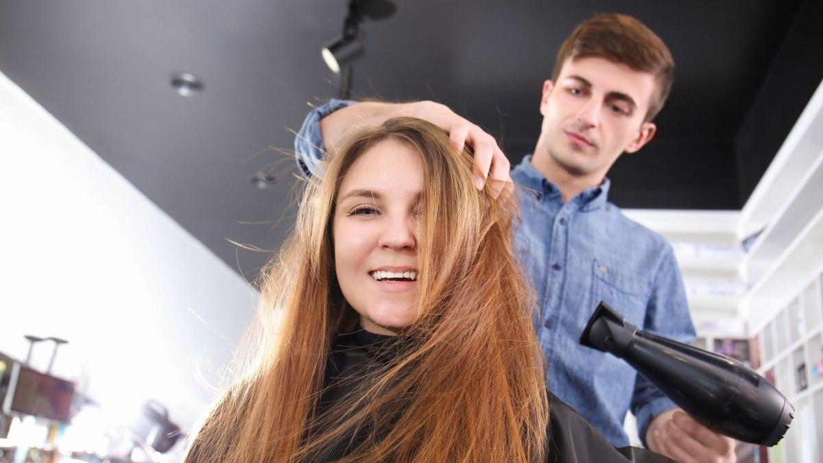Glatte haare nach dem fohnen