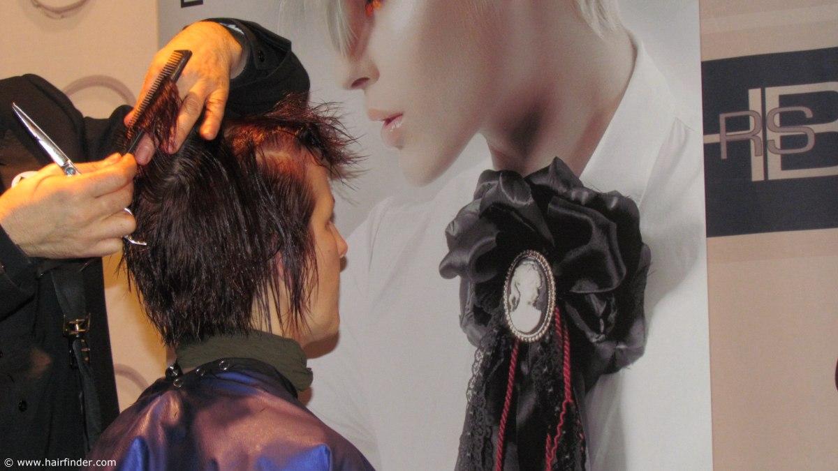 Wie Stark Beeinflusst Die Elastizität Des Haares Eine Frisur