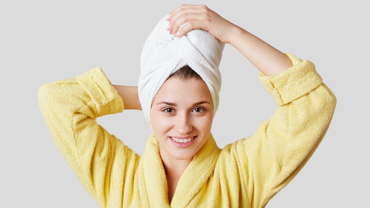 wie man das haar mit dem handtuch trocknet und welche art handtuch