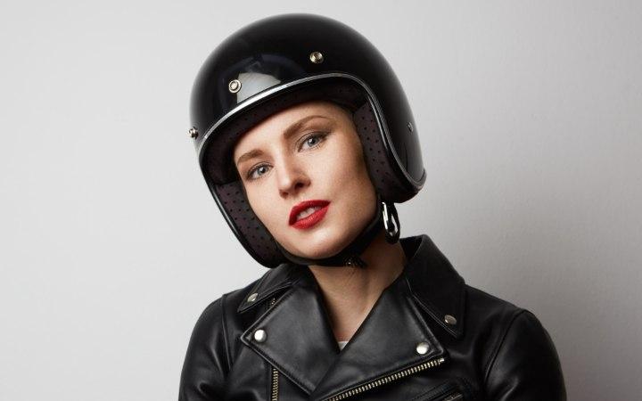 Haar Tipps Fur Helme Helm Haar Motorradfahrerinnen